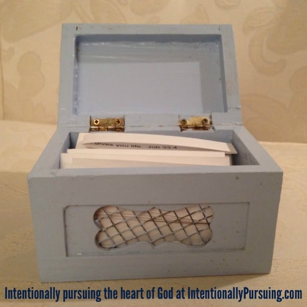 Frugal Gift - Scripture Promise Box (open) - IntentionallyPursuing.com